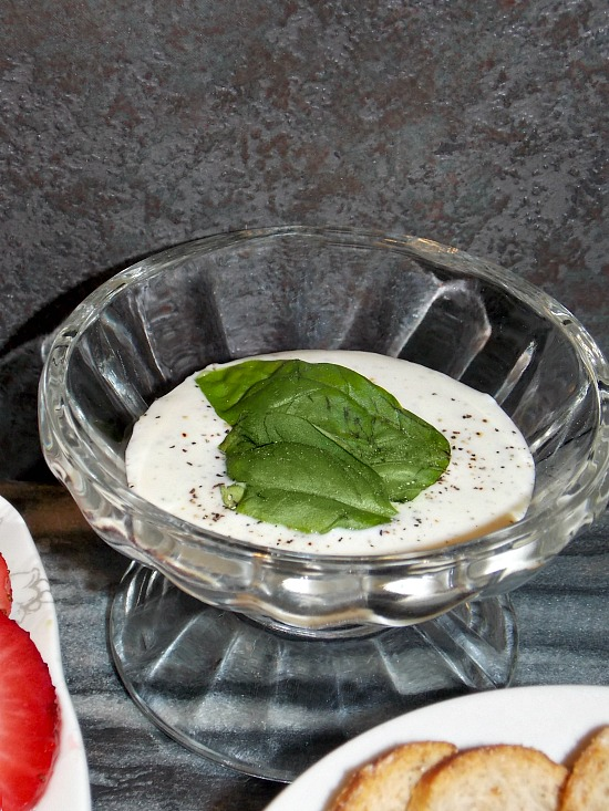 homemade-buttermilk-dressing-1