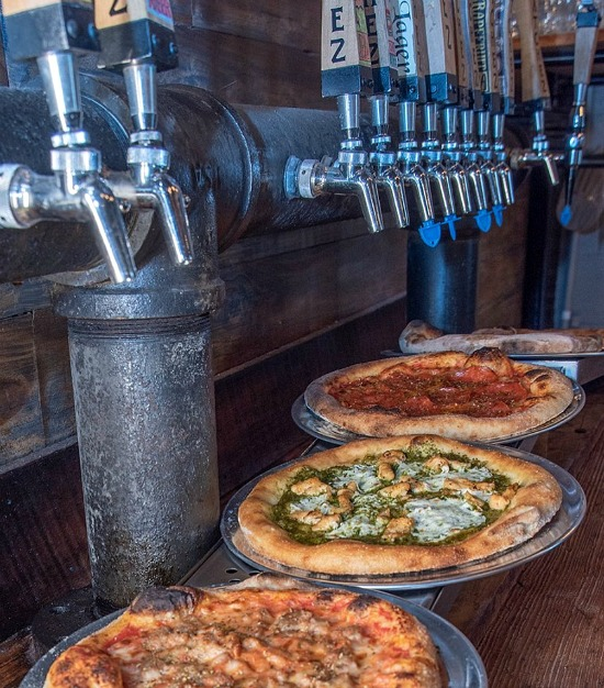 Natchez-brewing-company-pizza