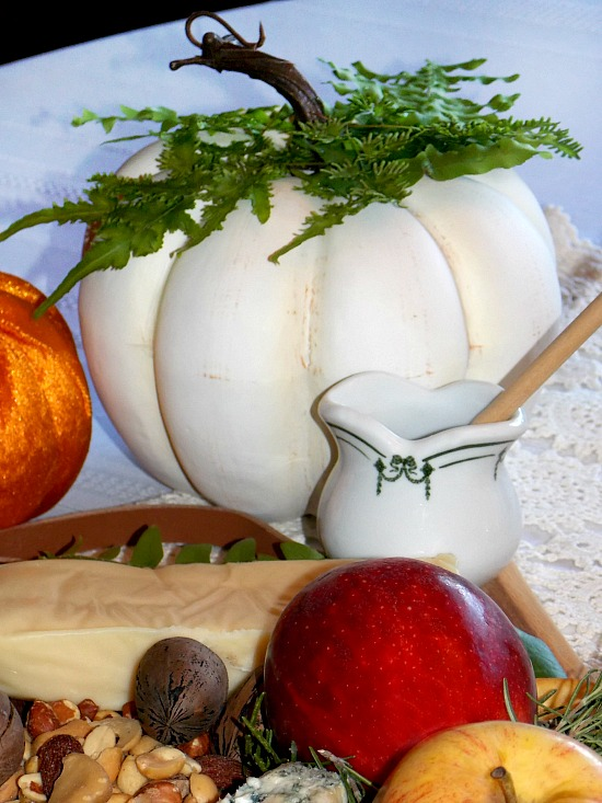 fall-pumpkin-cheese-board