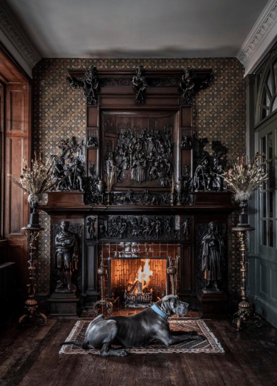the-fife-arms-braemar-scotland-fireplace