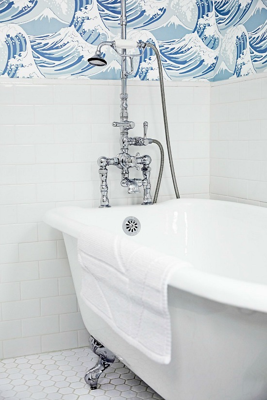 bold-wallpaper-white-tile-bathroom