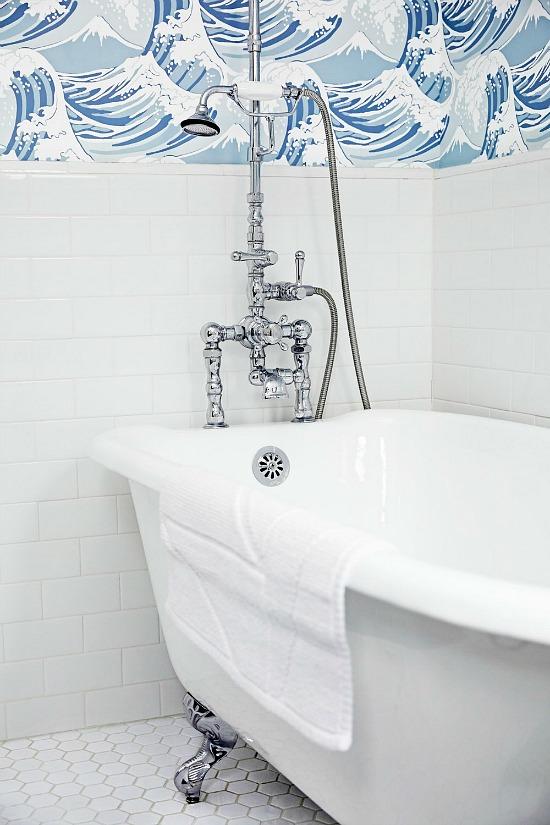bold-wallpaper-white-tile-bathroom