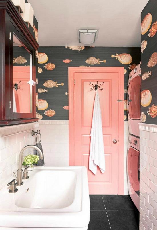 wallpaper-bathroom-Domino-photography-by-Ungano-Agriodimas