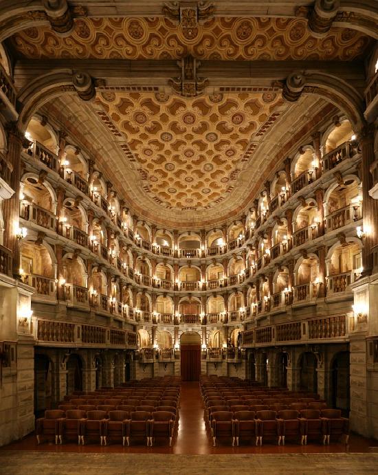 Mantova-teatro-bibiena