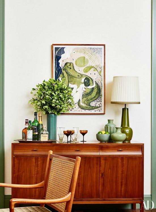 alligator-print-above-home-bar