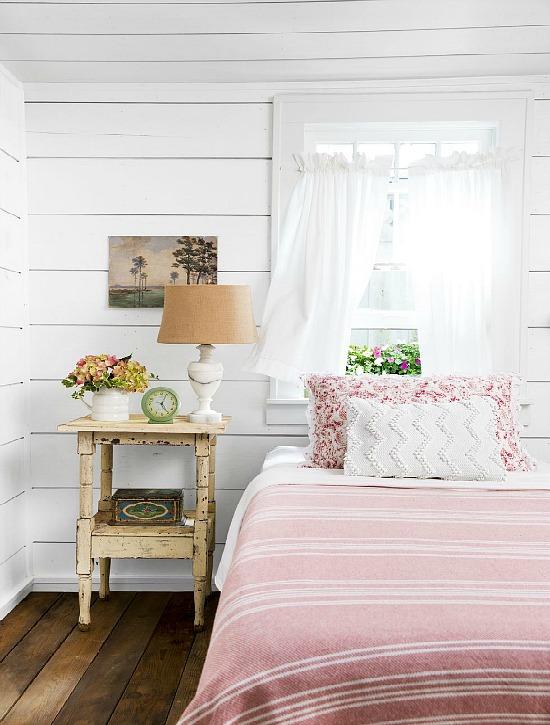 summertime-favorites-bedroom-1