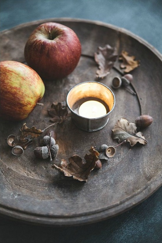 apples-leaves-acorns-candle-Sköna hem