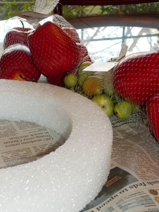 apple-wreath-materials
