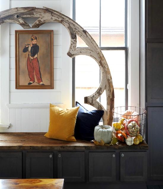 fall-velvet-pumpkin-in-basket-Werner-Straube