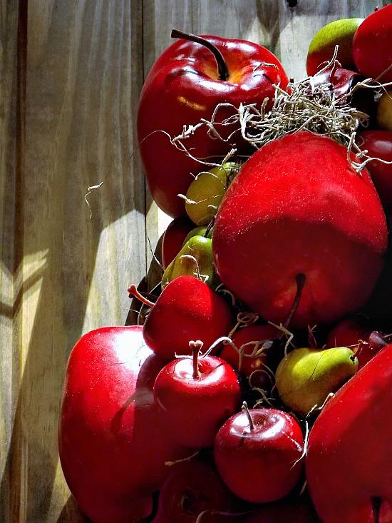faux-apples-pears-moss-wreath-fall