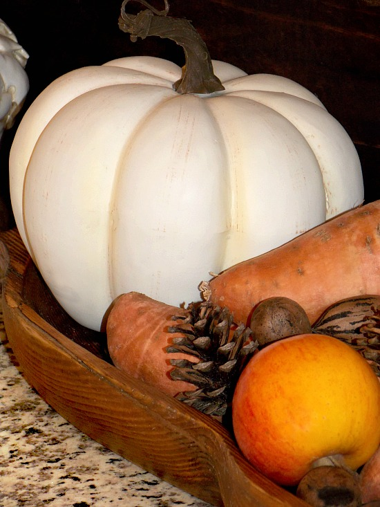 white-pumpkin-in-wooden-tray