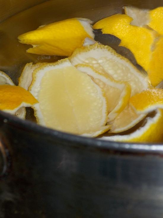 boiling-lemon-peels