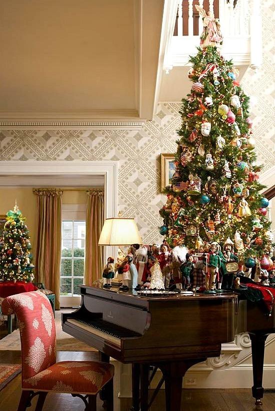 Christmas-tree-on-piano