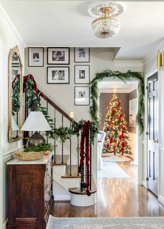 Holiday-decorated-entryway