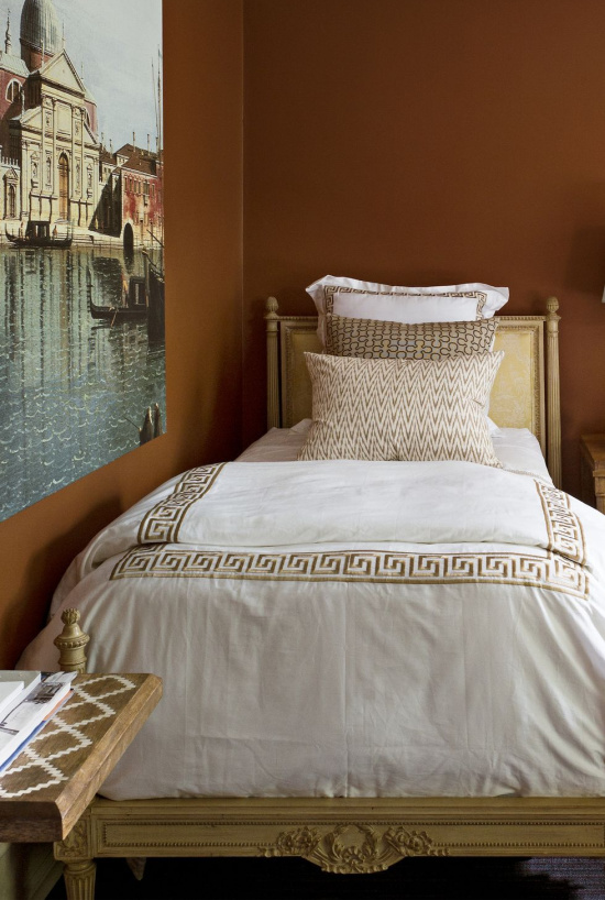 guest-bedroom-old-world-charm