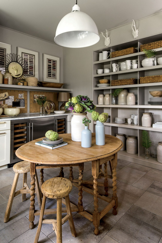 kitchen-bookcases-photo-Laurey-W-Glenn