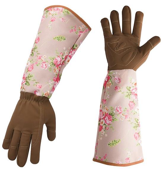 pink-roses-gardening-gloves