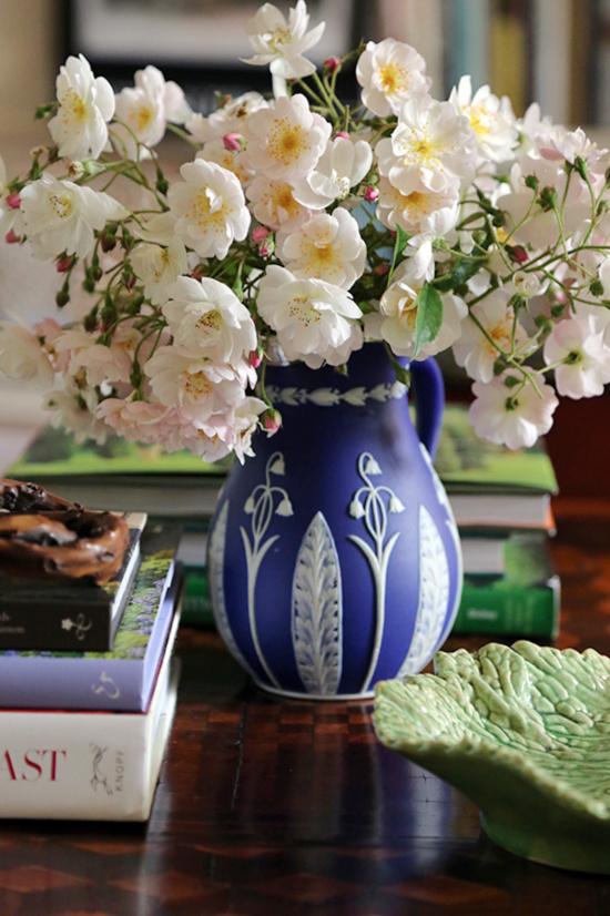 Charlotte-Moss-Blue-Vase1