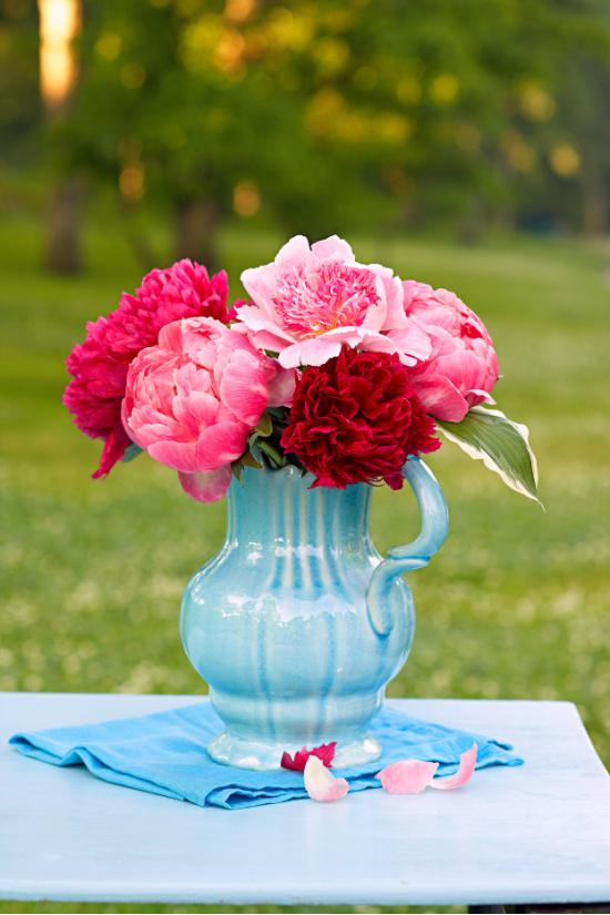 peonies-in-blue-vase-Kritsada-Panichgul