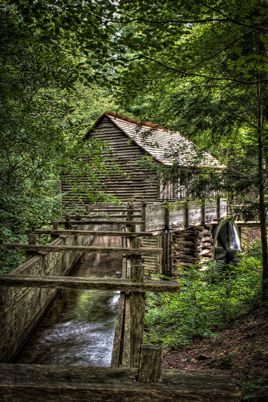 grist-mill-Cades-Cove-great-smoky-Mountains-Tennessee