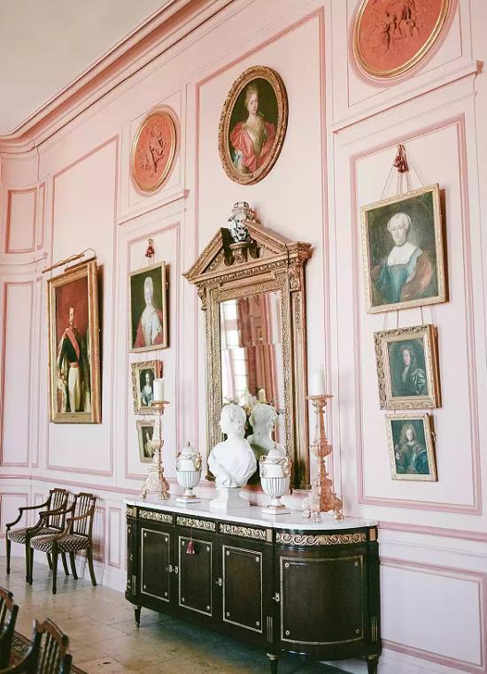 pink-walls-dining-hall